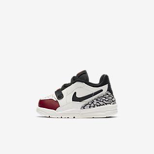 Jordan Weiß Low Top Schuhe. Nike AT