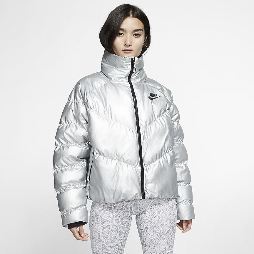 Женская куртка из блестящего материала