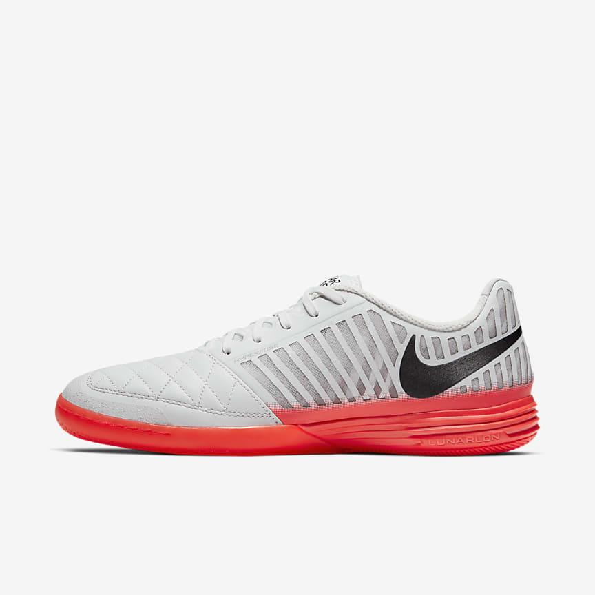 Nike Football. ES