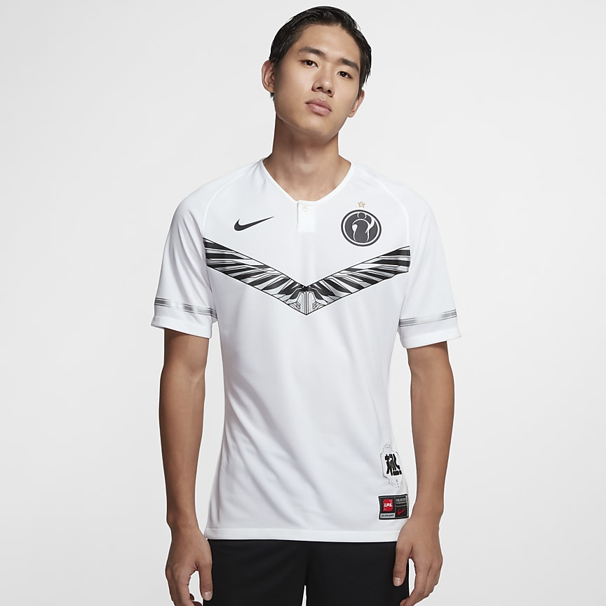 战队 IG 男子比赛服