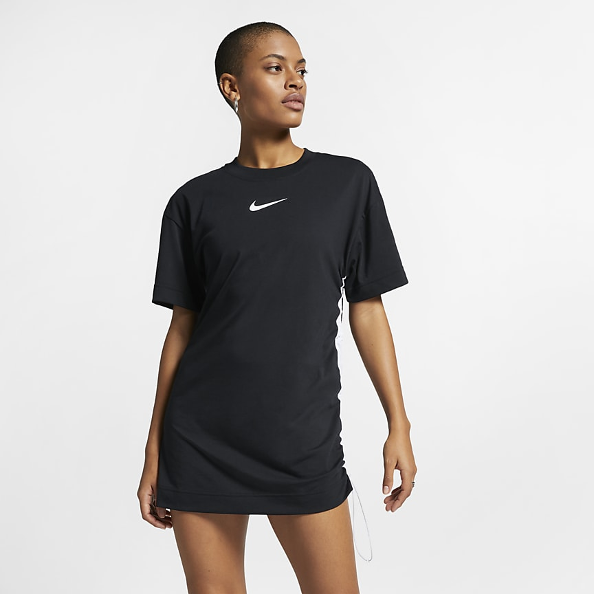 57daaba9b6a5 Nike Sportswear Swoosh. Γυναικείο φόρεμα. 39 € · Ανδρική μπλούζα