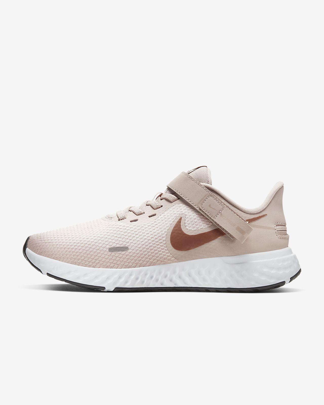 nike revolution style shoe