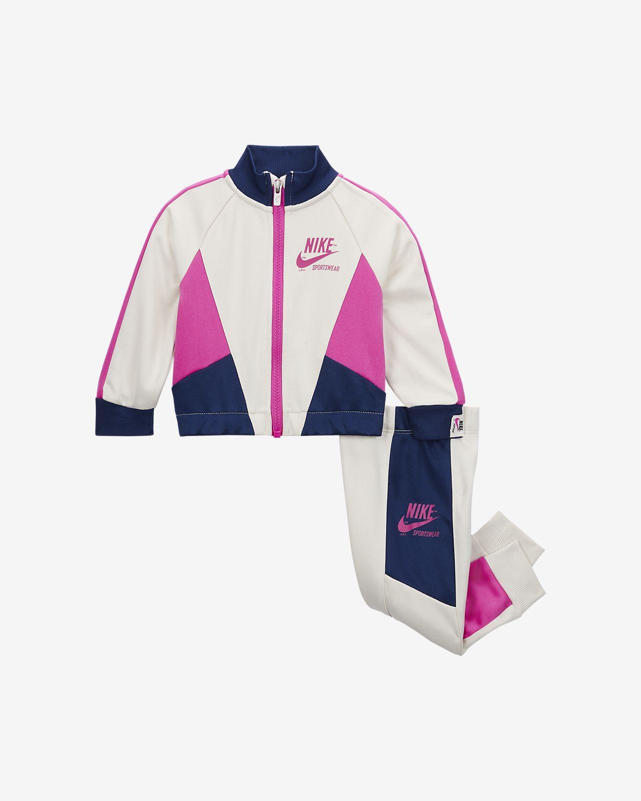 Nike Sportswear-sæt med jakke og bukser til babyer (12-24 M)