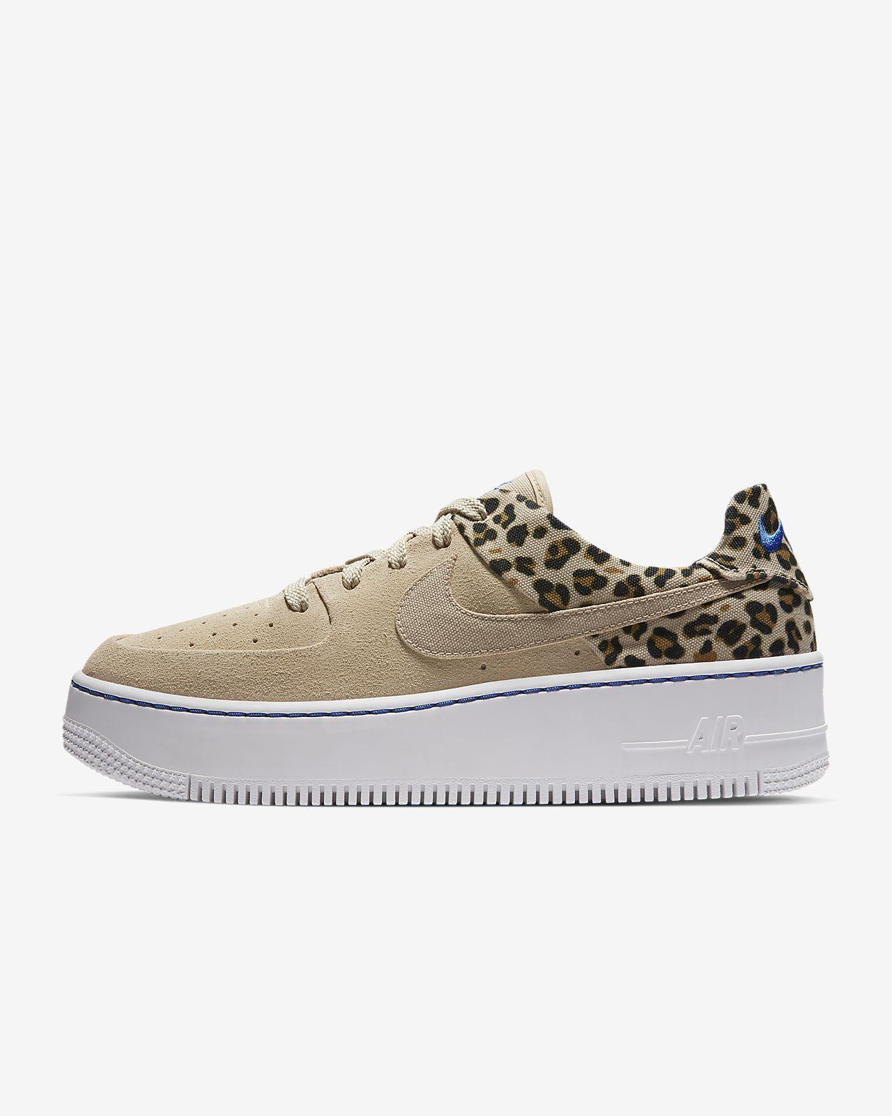 size 40 7357f 905d1 Sapatilhas Nike Air Force 1 Sage Low Premium Animal para mulher