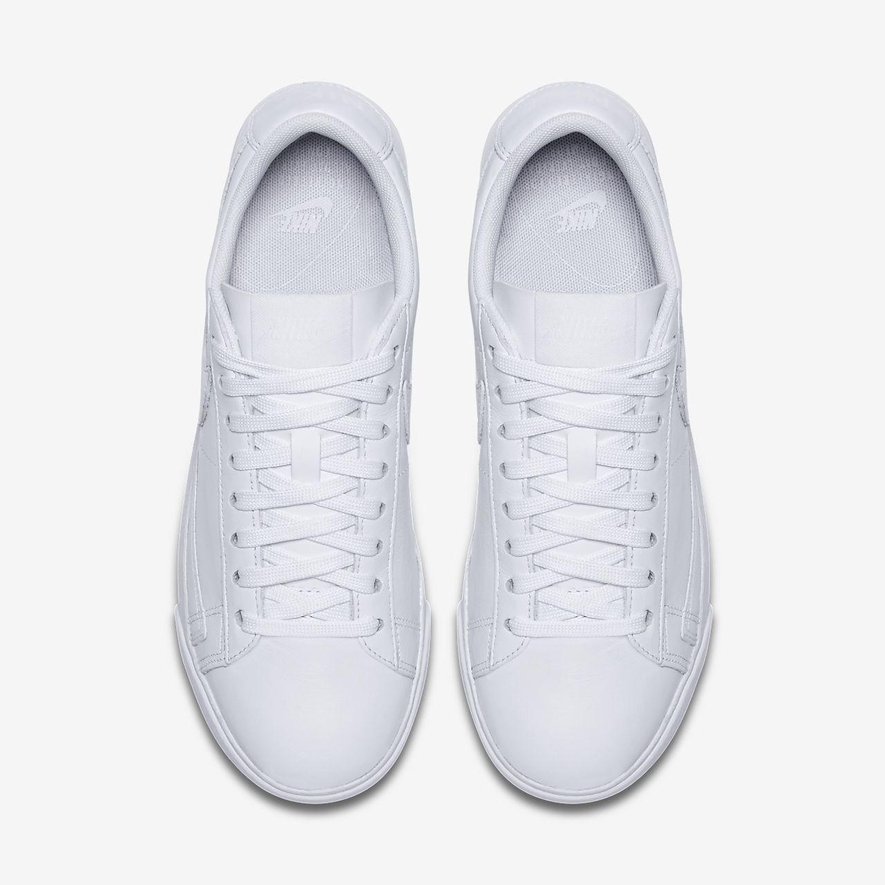 Nike Women's Blazer Low Le Basketball Shoe Le60VU
