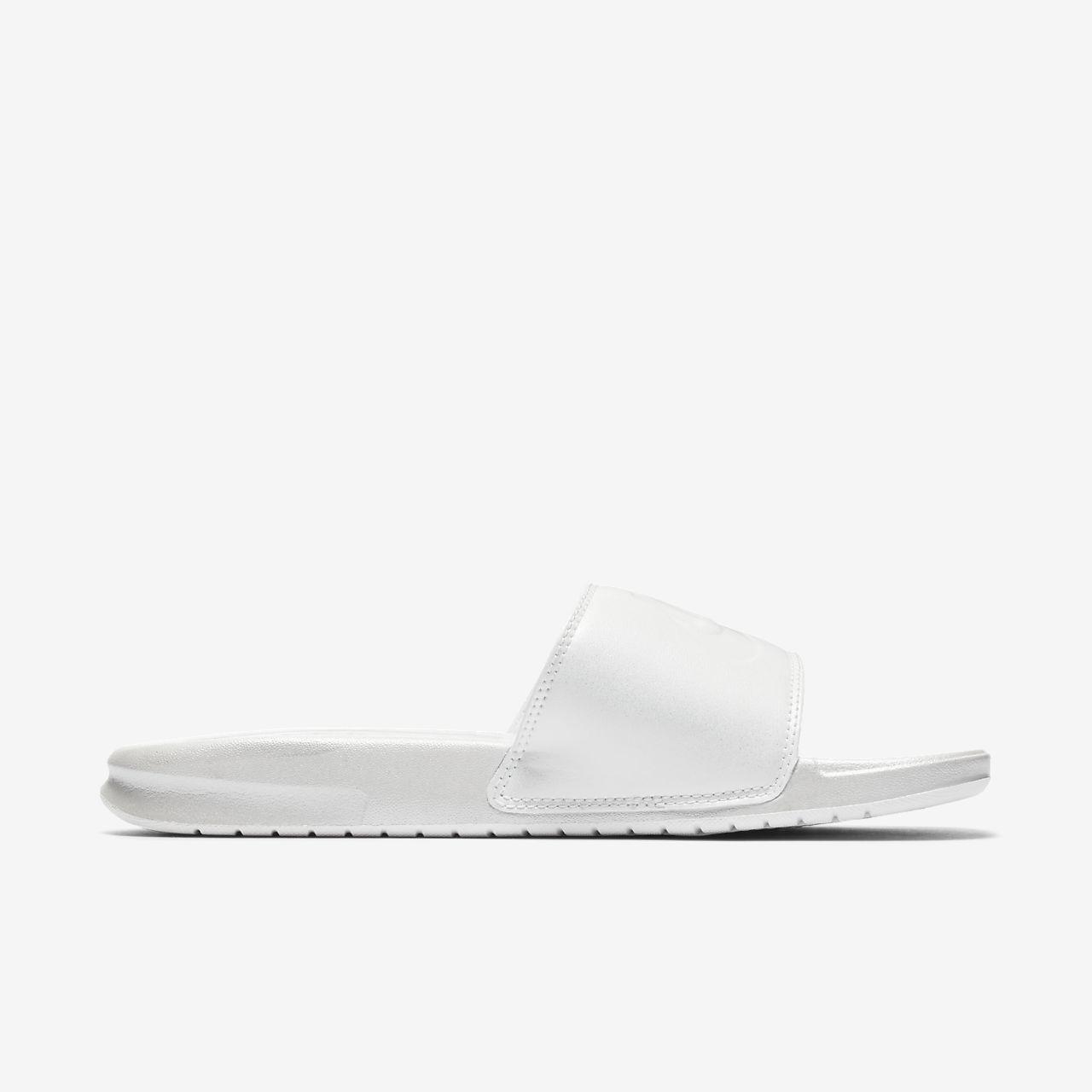 8bcd0f79887 claquette nike blanche