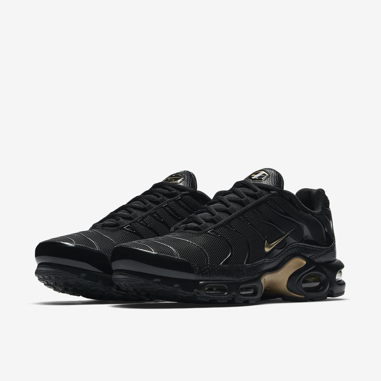 sale retailer e4b7c 0768a Nike Air Max Plus Men's Shoe