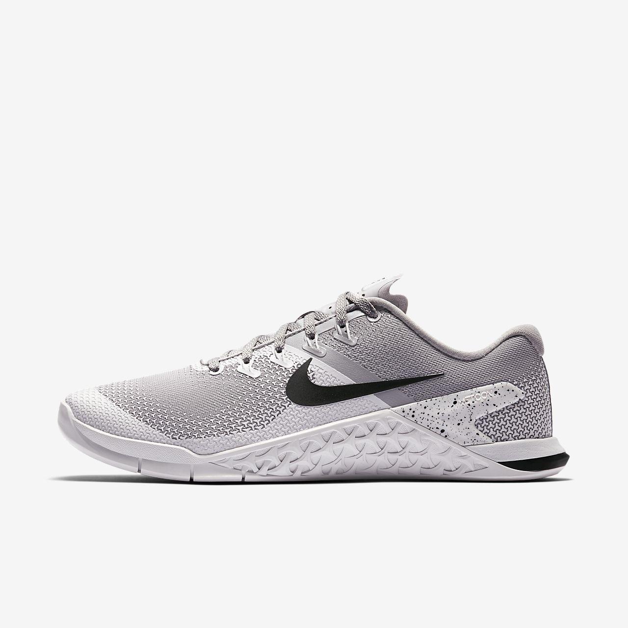 Nike Scarpe Nero con i lacci Taglia 6 condizioni eccellenti.