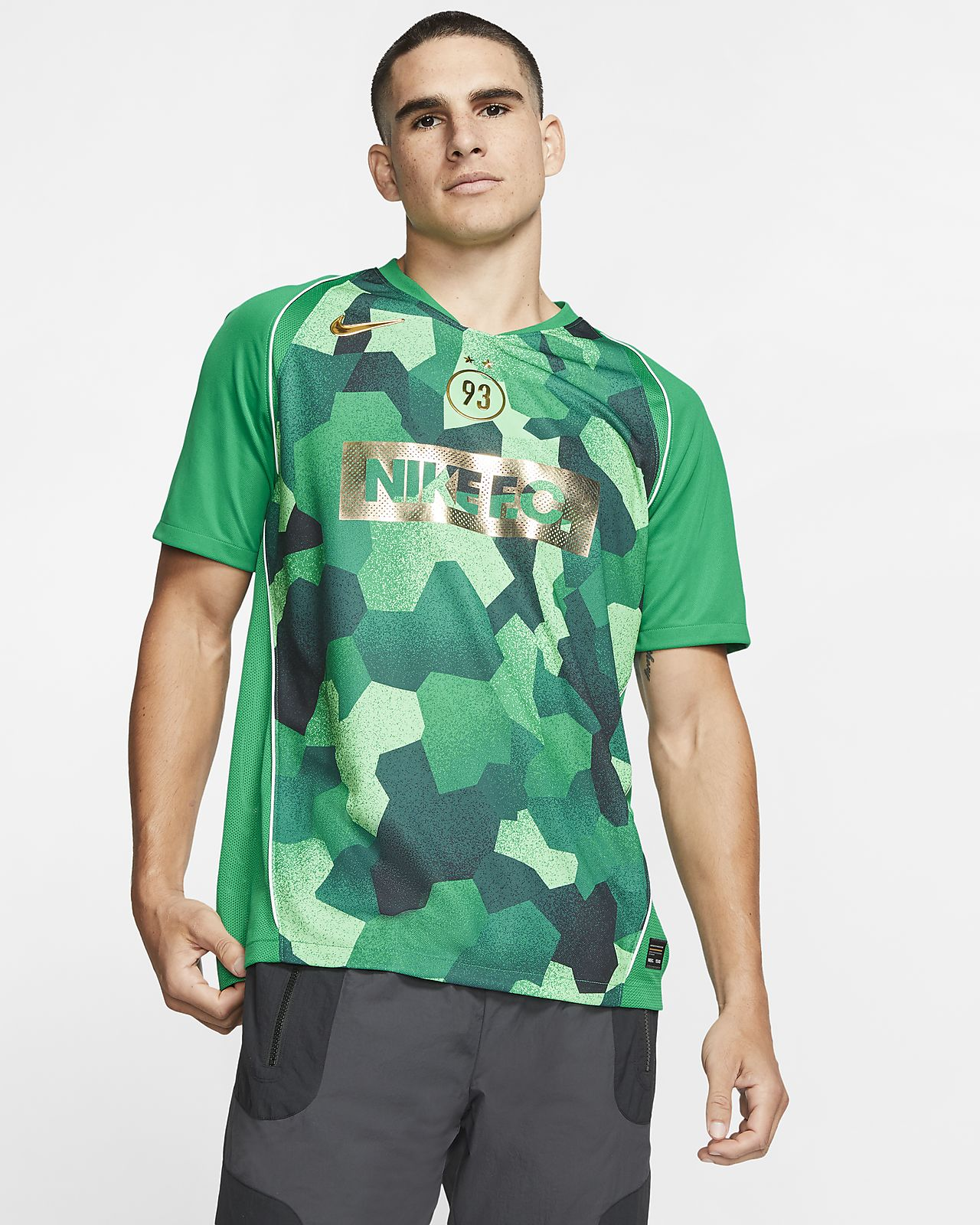 nike ensemble foot t shirt