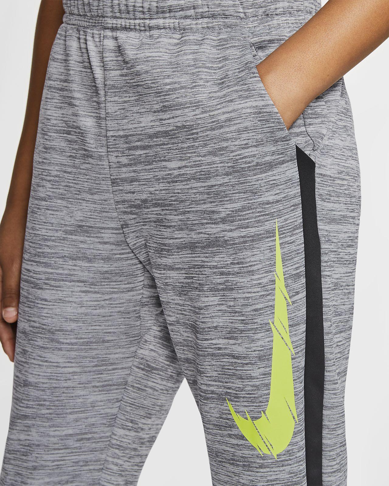 Nike Therma schmal zulaufende Trainingshose mit Grafik für ältere Kinder (Jungen)