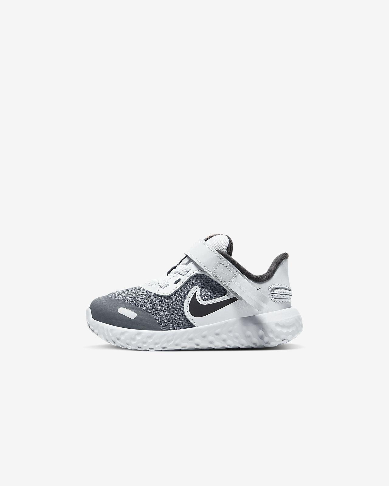 Nike Revolution 5 FlyEase sko til babyersmåbørn