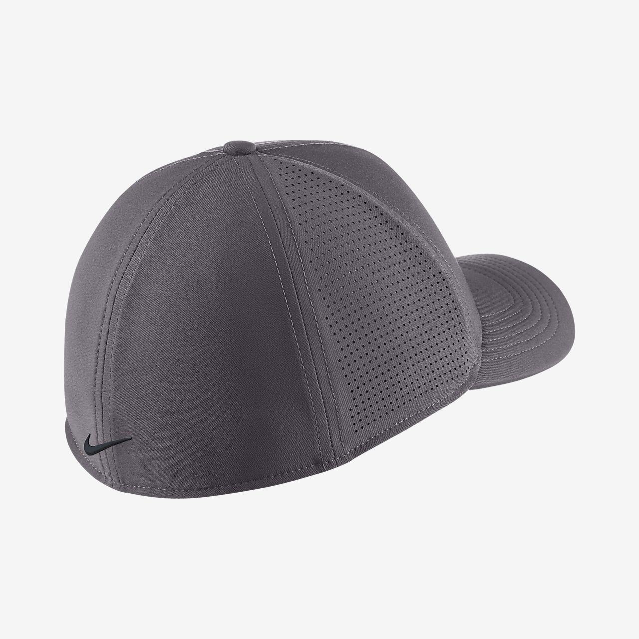 a0534c5e353 Nike AeroBill Classic 99 Fitted Golf Hat. Nike.com GB