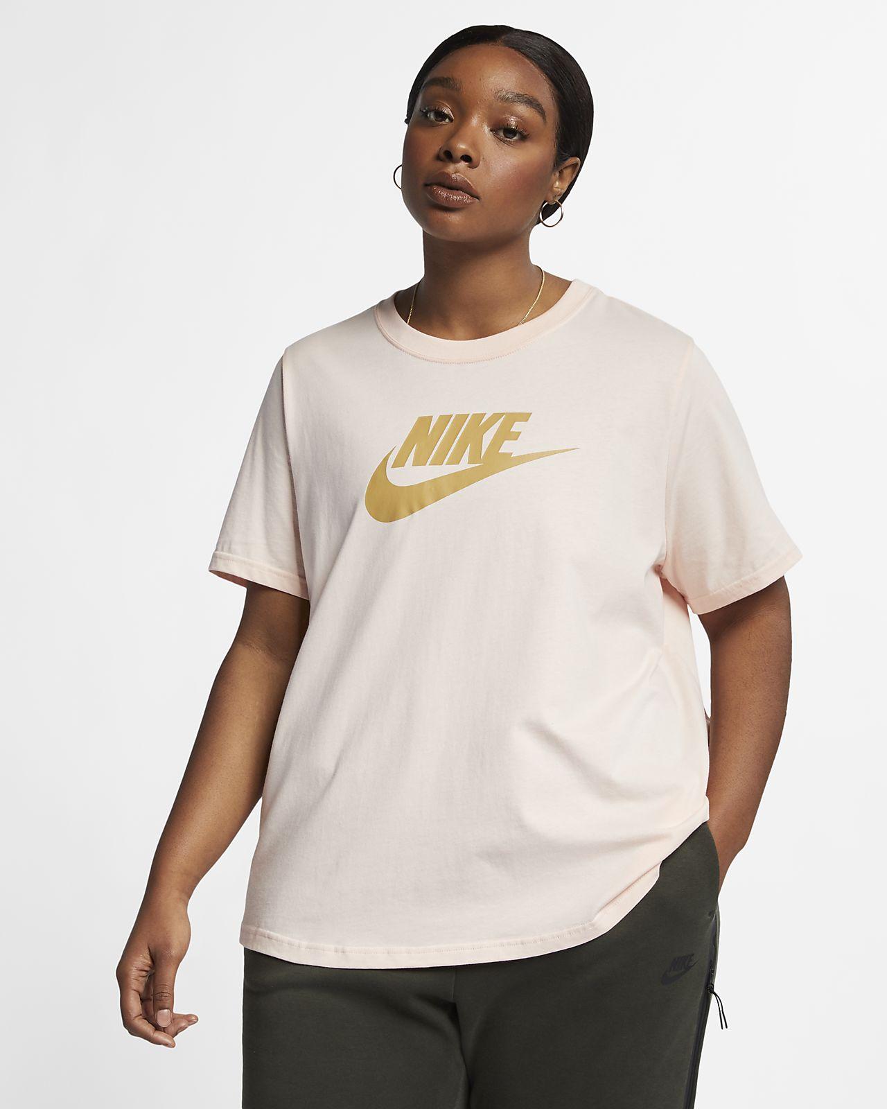 Dámské tričko Nike Sportswear Essential (větší velikost)
