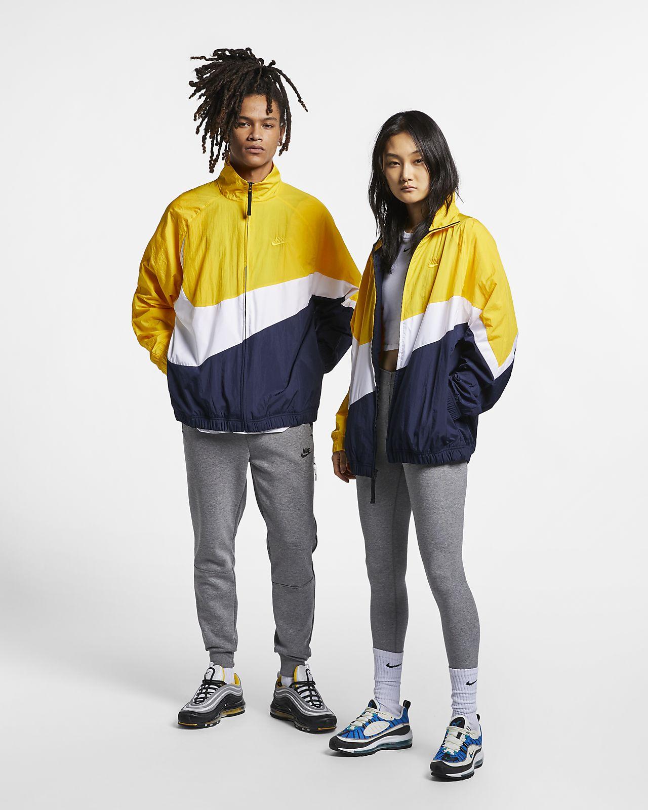 "Windbreaker i vävt material Nike Sportswear ""Swoosh"""