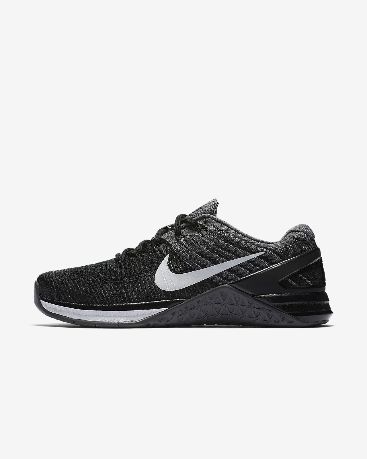 Nike flyknits Taglia 6 Nero e Bianco