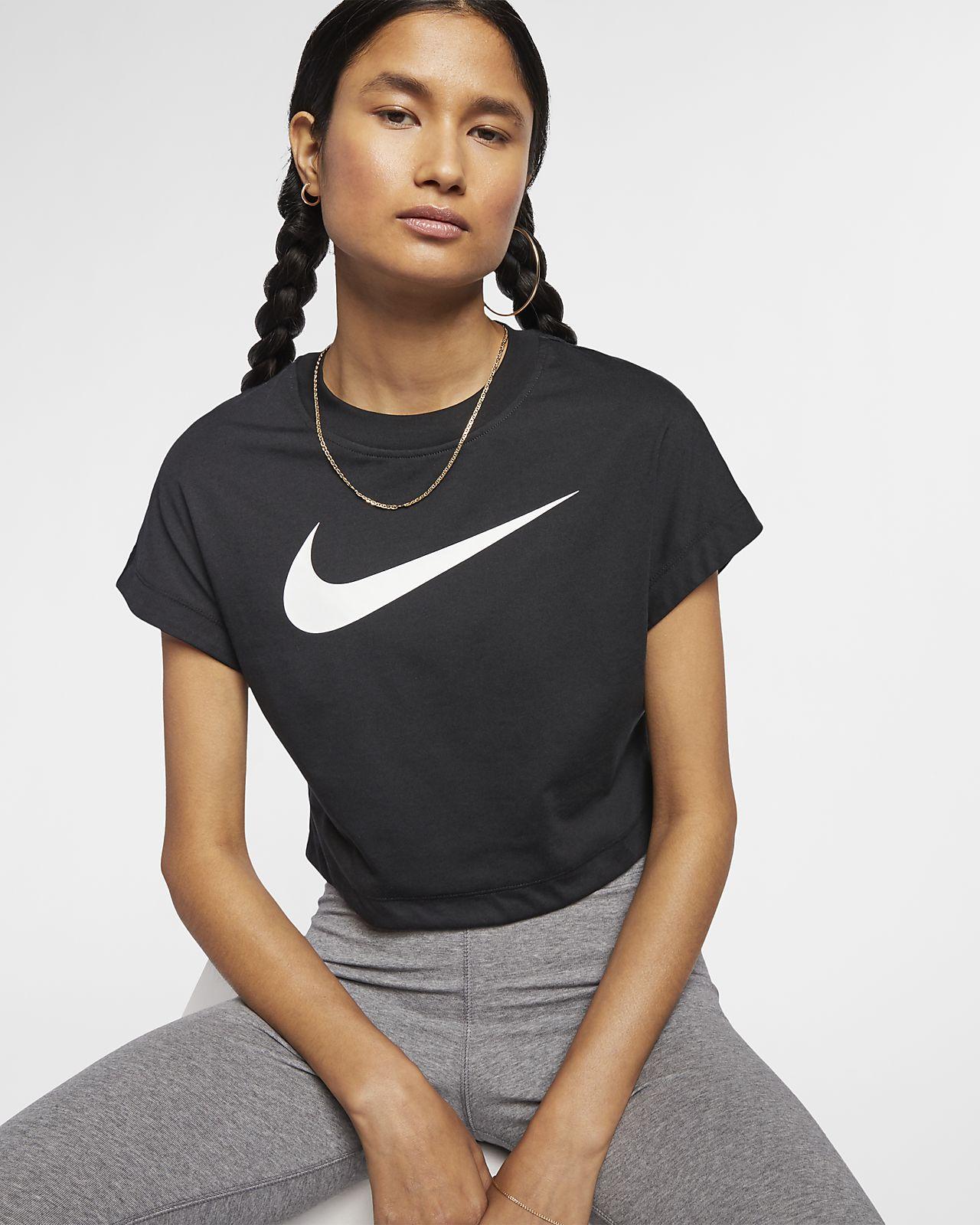 Haut court à manches courtes et logo Swoosh Nike Sportswear pour Femme