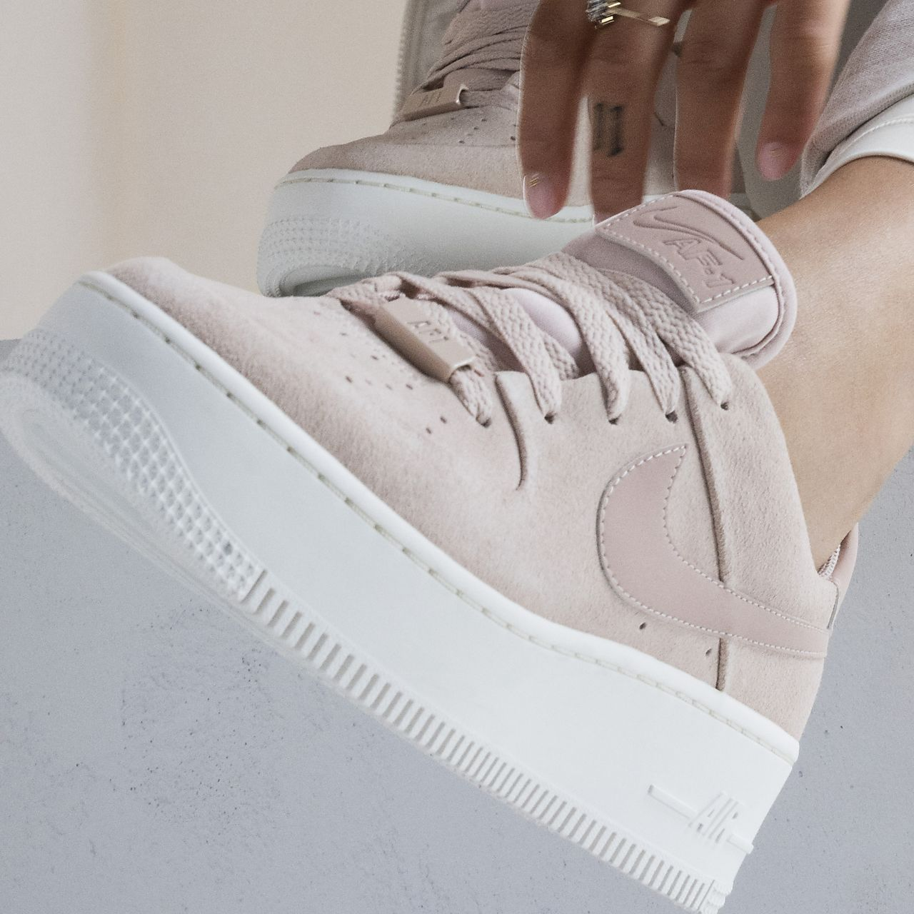 nike air force 1 femme rose et blanche