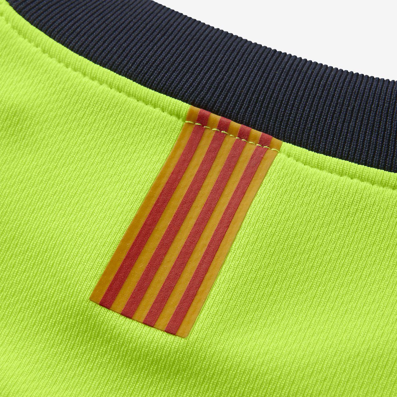 8a148610bcd8d ... Kit de fútbol para niños talla pequeña de visitante Stadium del FC  Barcelona 2018 19