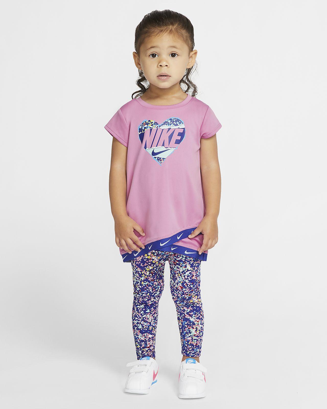 Nike Dri-FIT-sæt med tunikaoverdel og leggings til babyer (12-24 M)