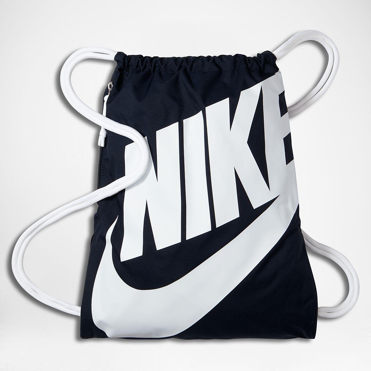 45dcf32a95 Sacca per la palestra Nike Sportswear Heritage. Nike.com IT