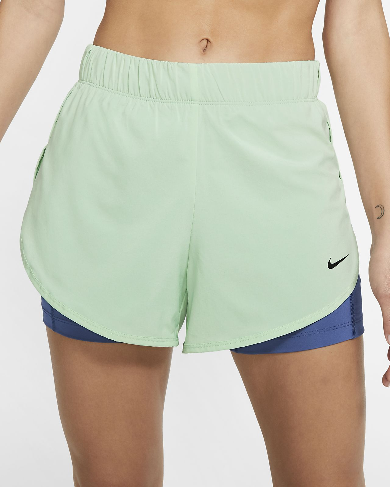 กางเกงเทรนนิ่งขาสั้น 2-in-1 ผู้หญิง Nike Flex