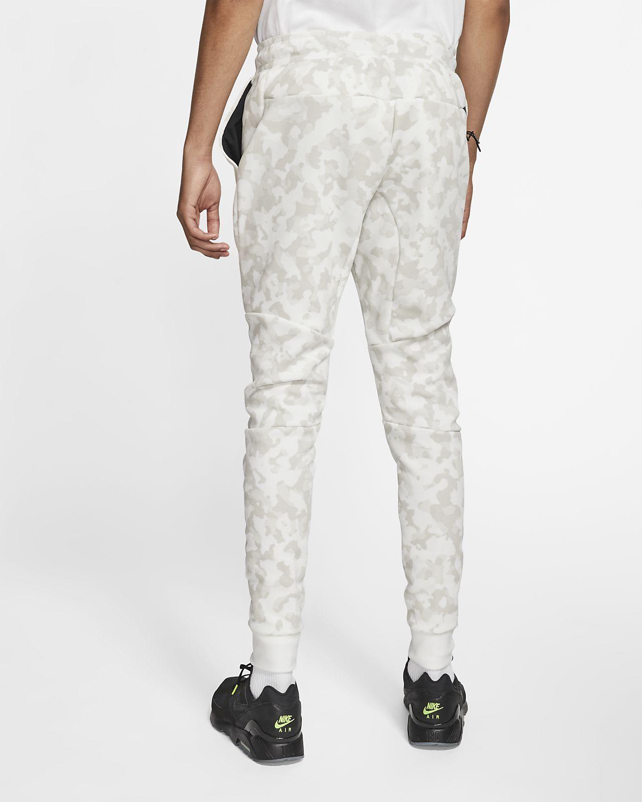 come comprare a piedi a vendite speciali Jogger con stampa Nike Sportswear Tech Fleece - Uomo. Nike IT