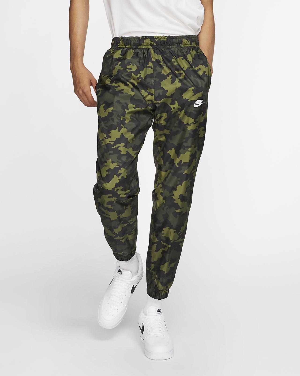Nike Sportswear Geweven trainingsbroek met camouflageprint voor heren