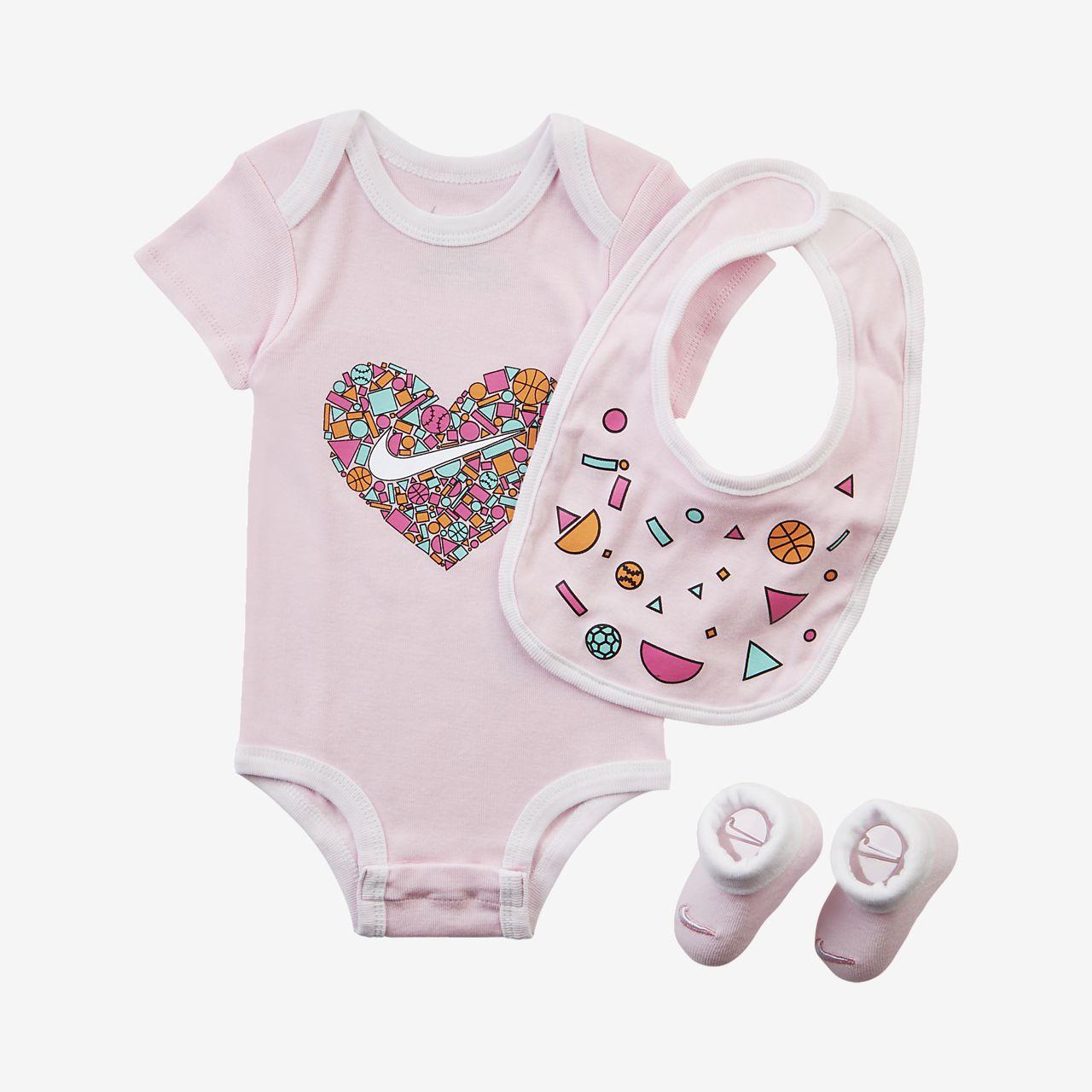 Trojdílná kojenecká souprava Nike (0–9 měsíců)