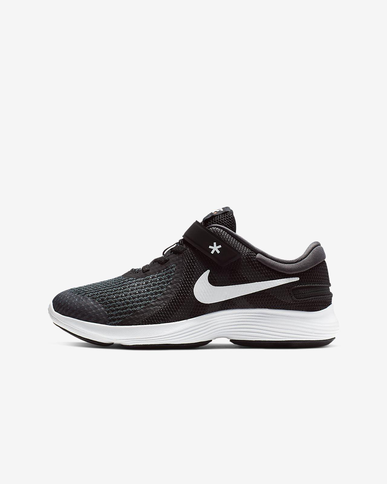 Nike Revolution 4 FlyEase 4E Laufschuh für ältere Kinder
