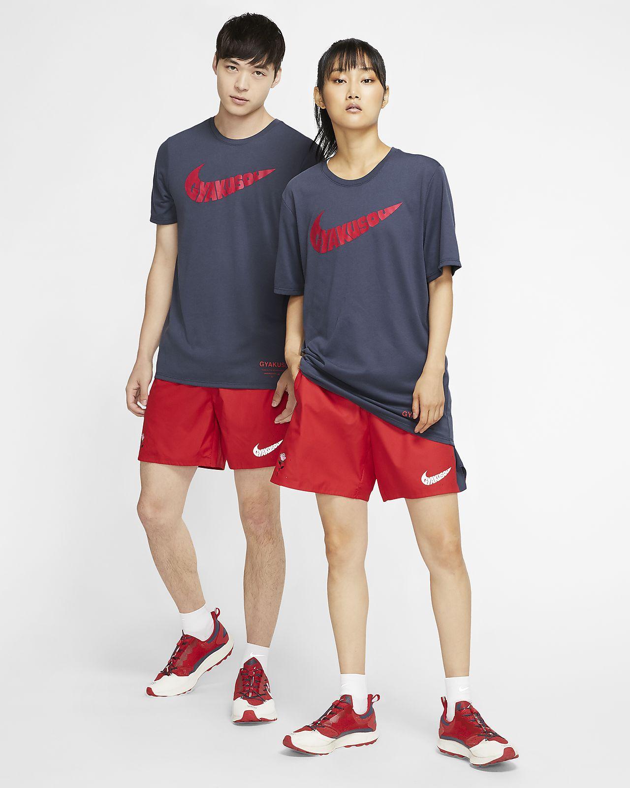 Pantaloncini da jogging Nike, t shirt con logo, felpa con