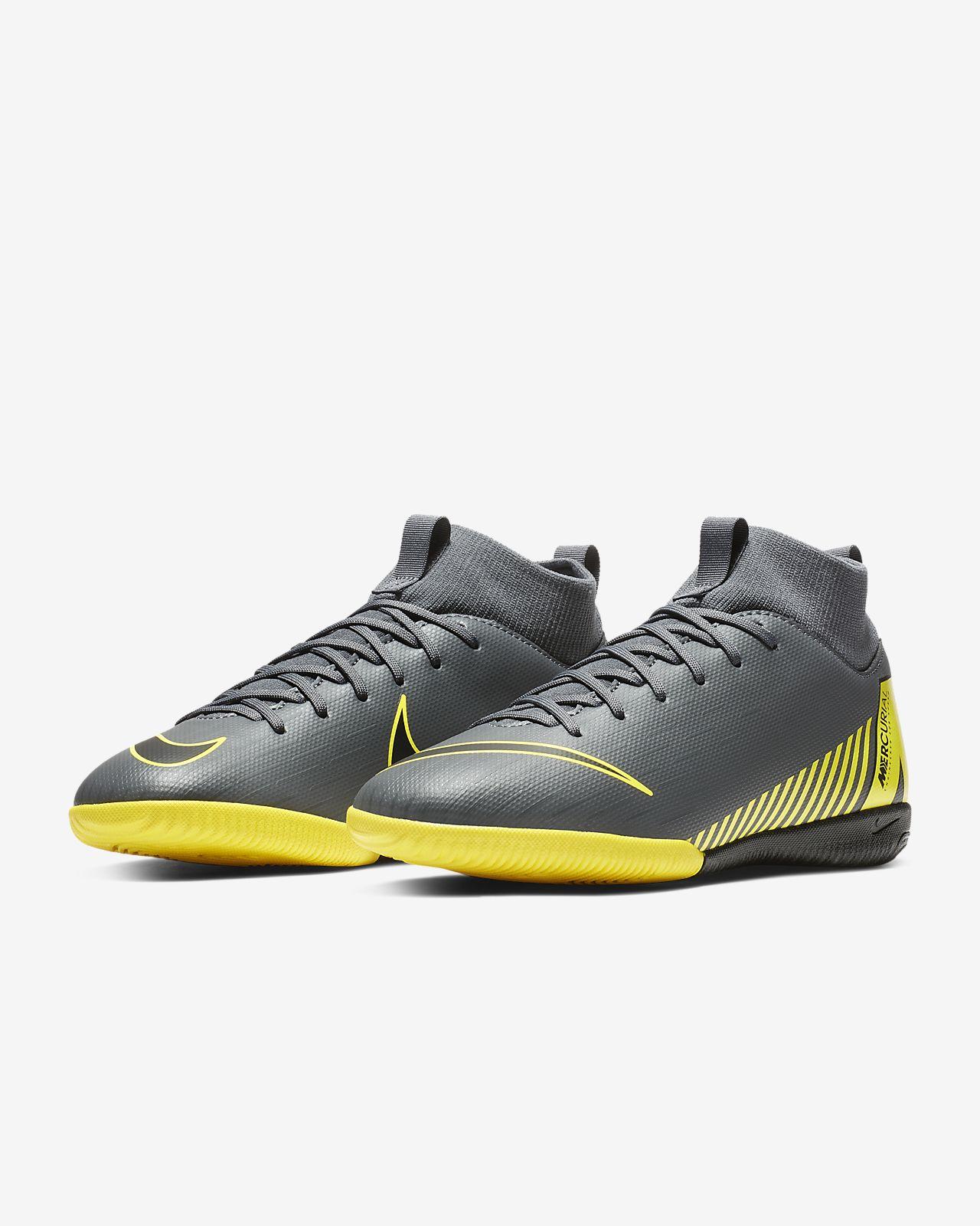 ... Fotbollssko för inomhusplan futsal street Nike Jr. SuperflyX 6 Academy  IC för barn 00224f8a5f1fb