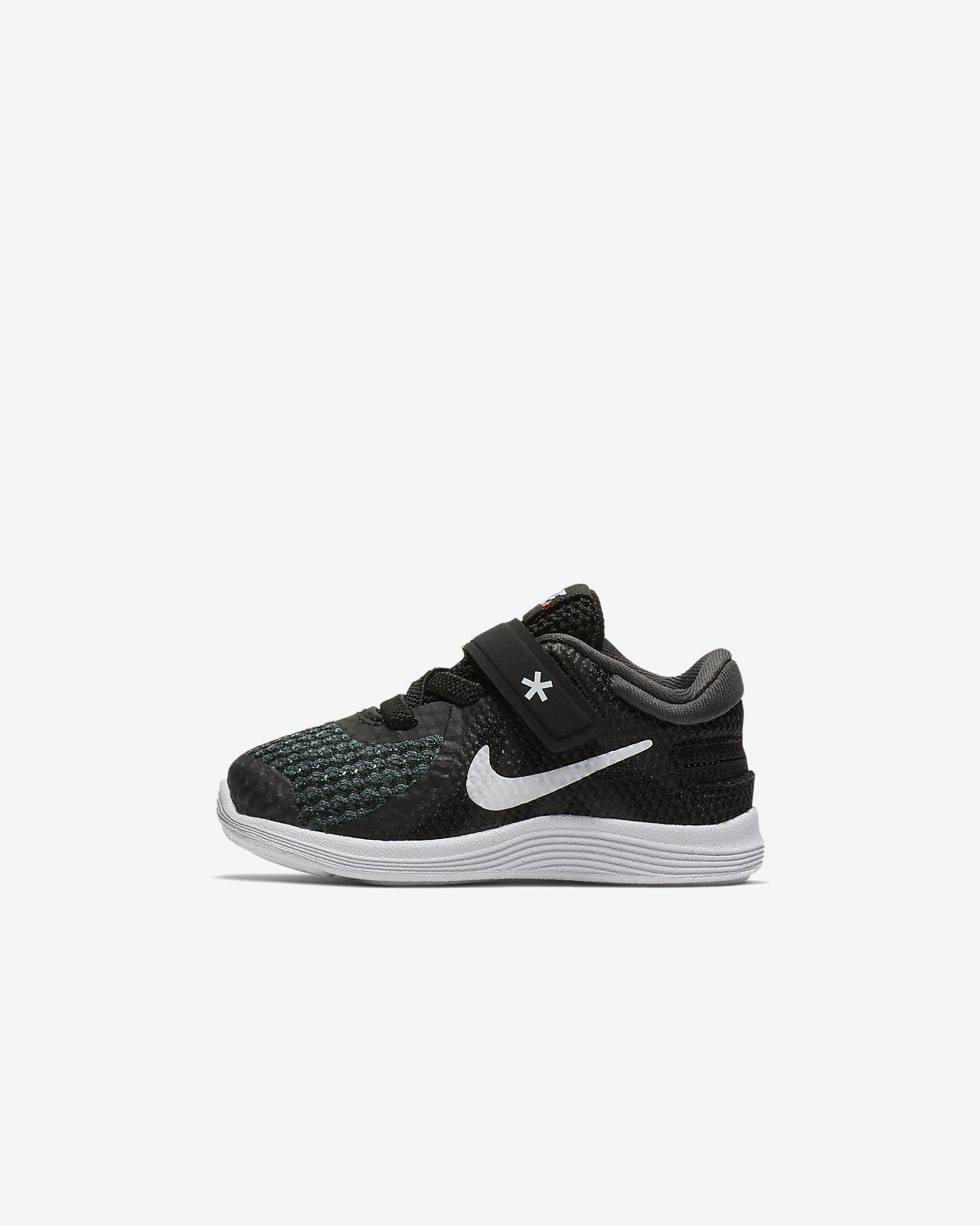 Nike Revolution 4 FlyEase cipő babáknak