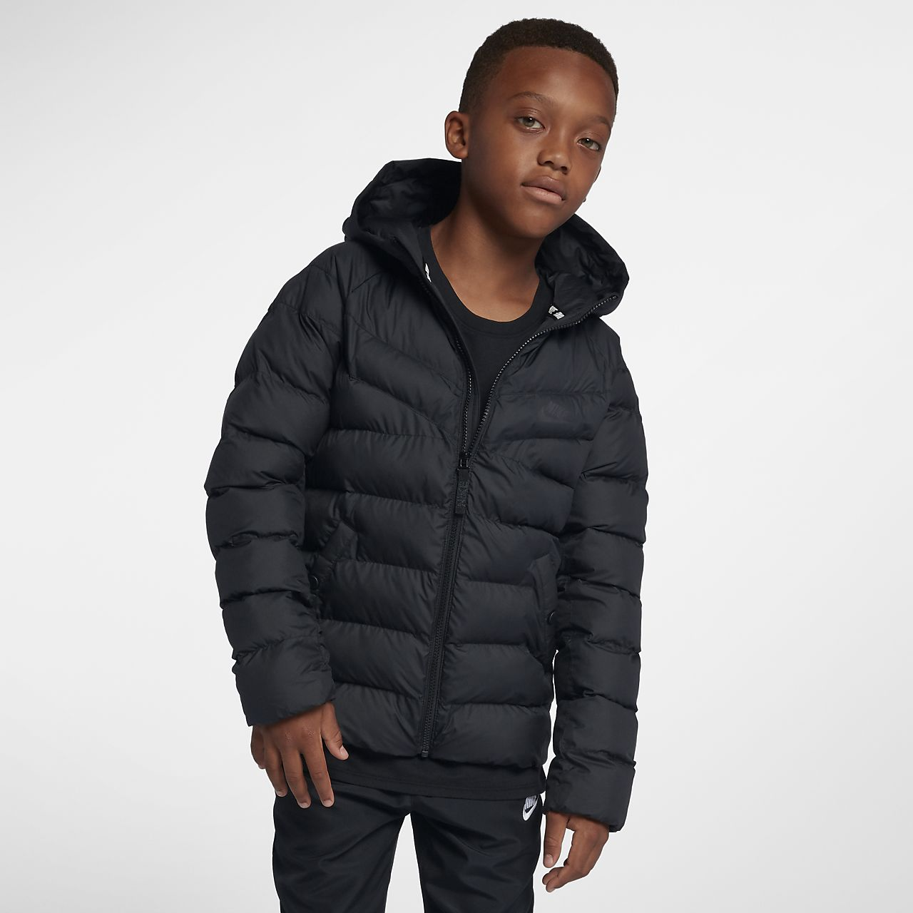 Nike Sportswear szintetikus töltésű kabát nagyobb gyerekeknek