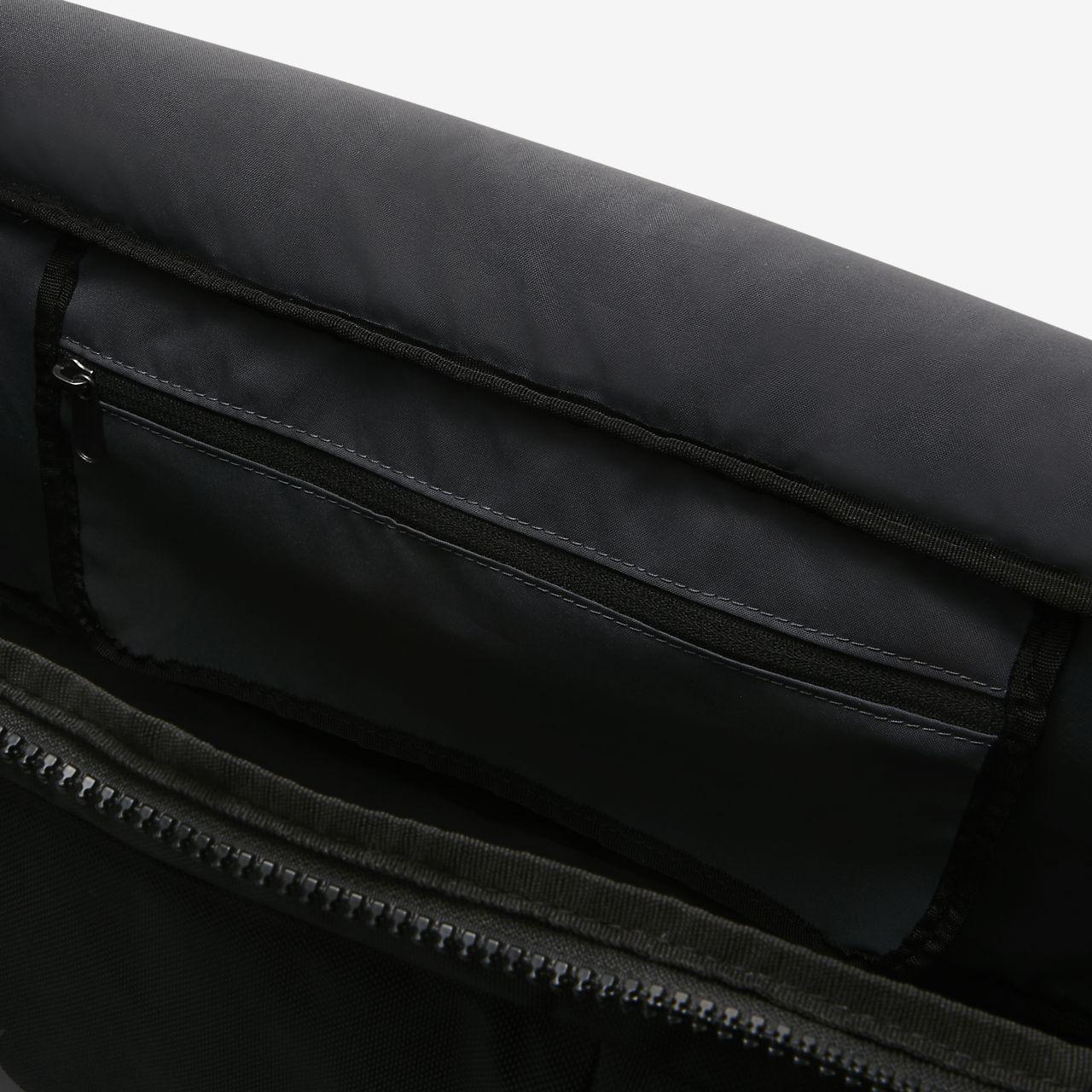 0ef6b3fa387 Nike Vapor Power Men s Training Duffel Bag (Small). Nike.com CA