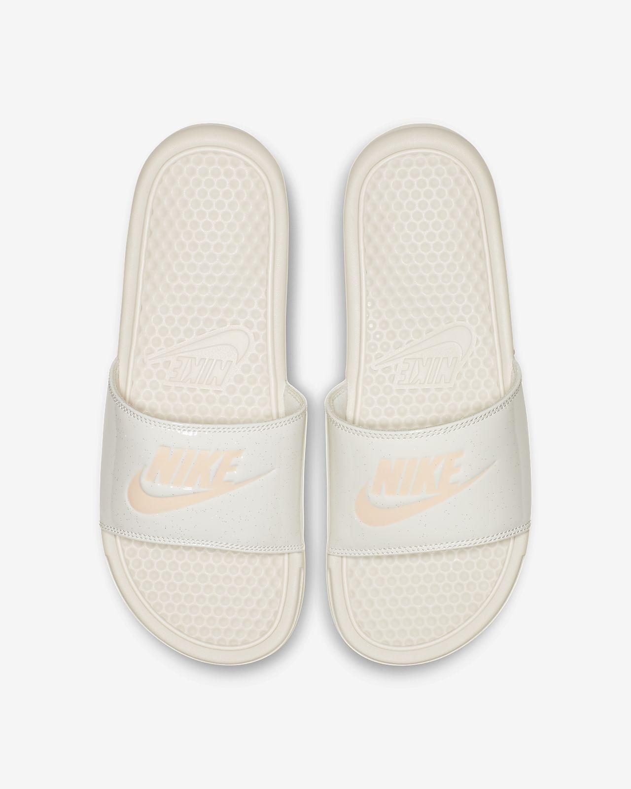 best cheap 8c311 4ff9c ... Claquette Nike Benassi JDI Sheen pour Femme