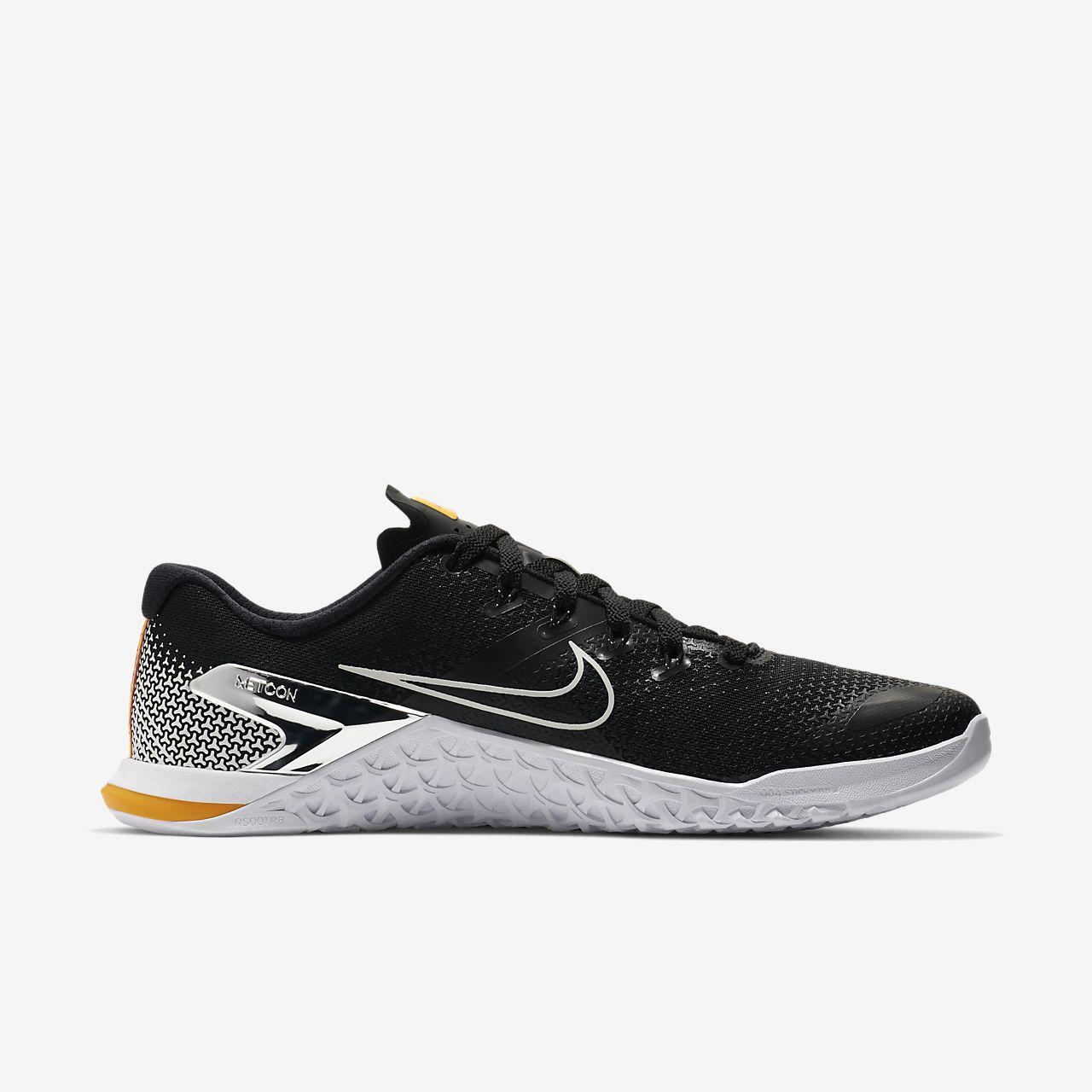 chaussure nike noir et jaune d'oeuf confiture