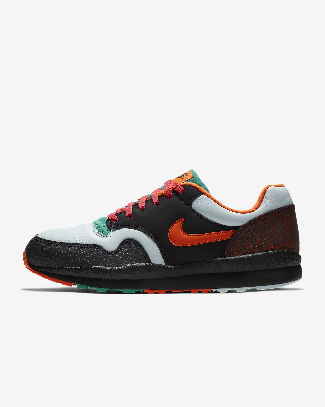differently 1907f 6e0a4 ... Chaussure Nike Air Safari SE pour Homme