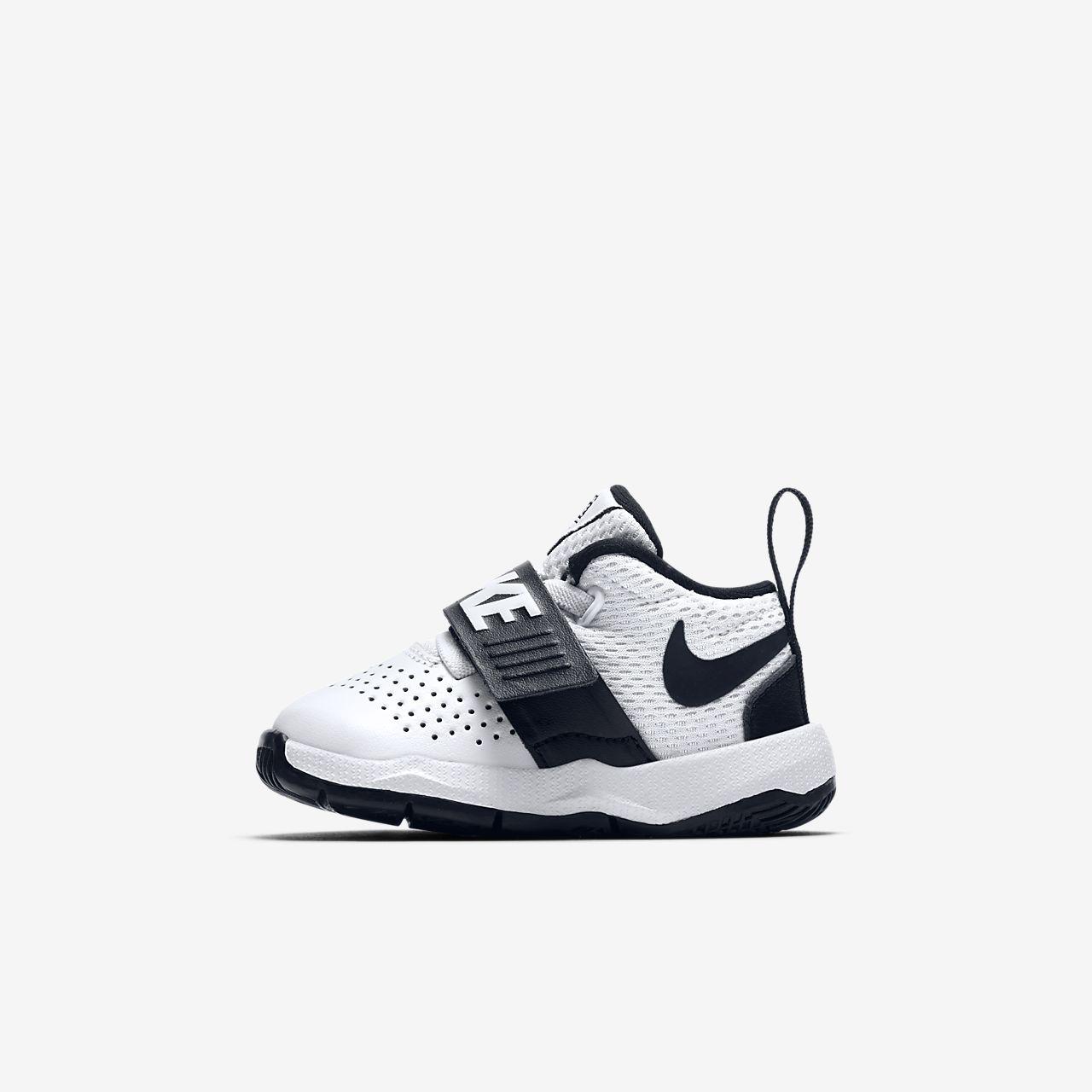 Nike Team Hustle D 8 (881943-100) Boy Basketball Shoes Black/White