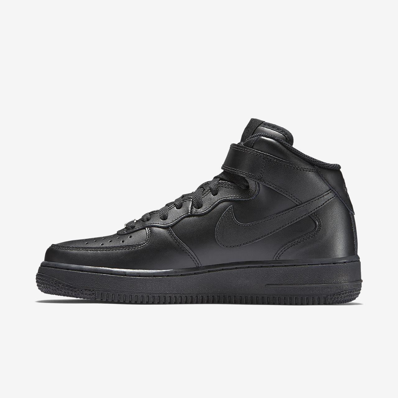 Nike Air Force 1 '07, Chaussures de Sport Femme, Noir (Black), 44 EU