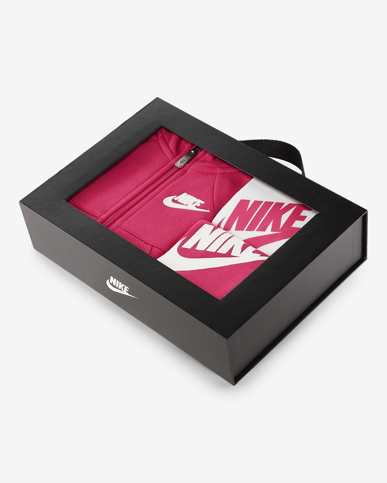 beaa34fdc Nike Futura Three-Piece Infant Boxed Set. Nike.com