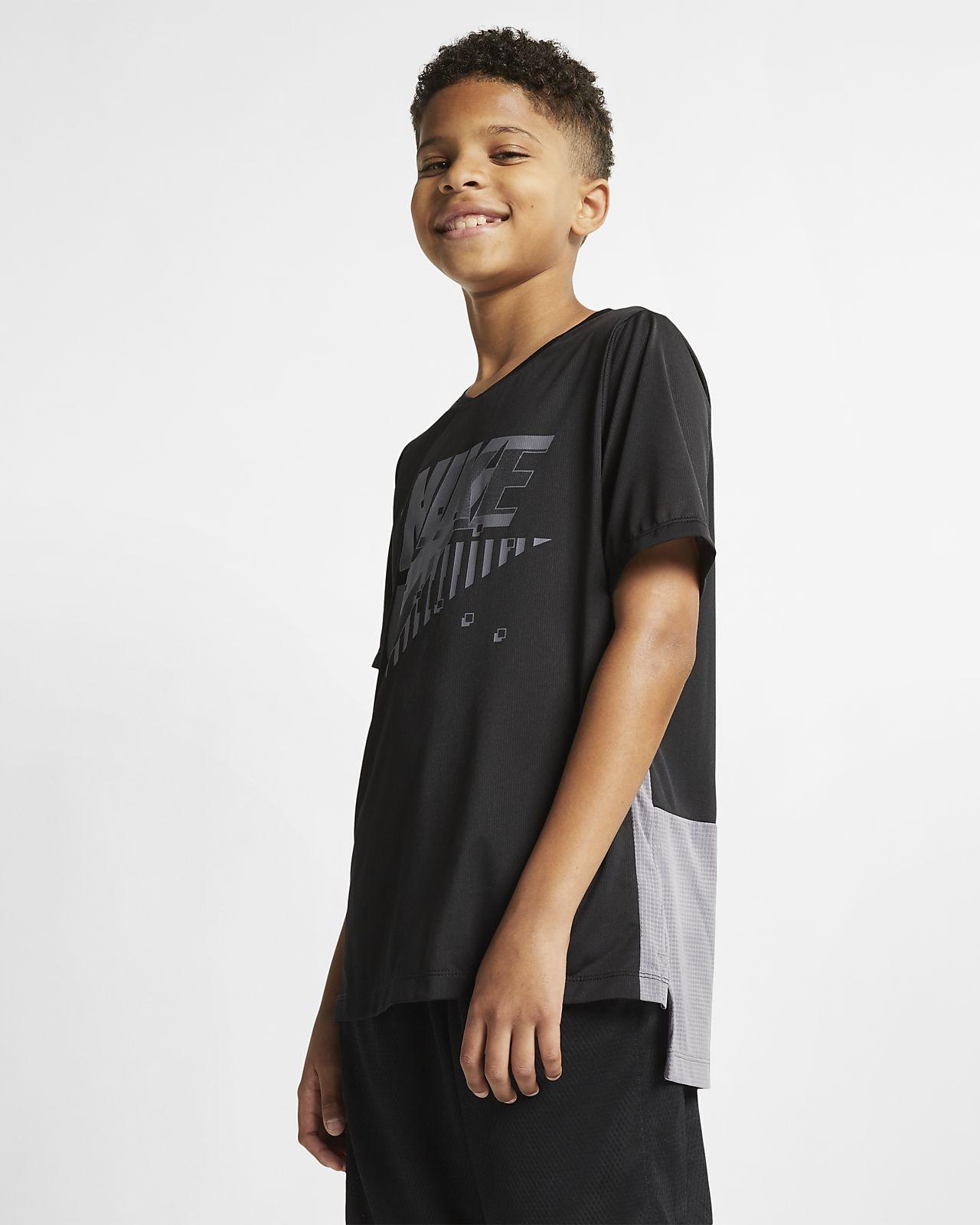 เสื้อเทรนนิ่งแขนสั้นเด็กโต Nike Dri-FIT (ชาย)