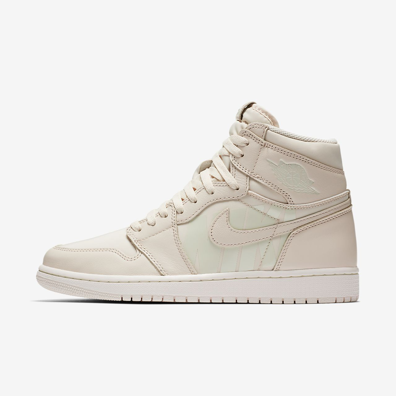 e06ffbe36a13 Air Jordan 1 Retro High OG Shoe. Nike.com