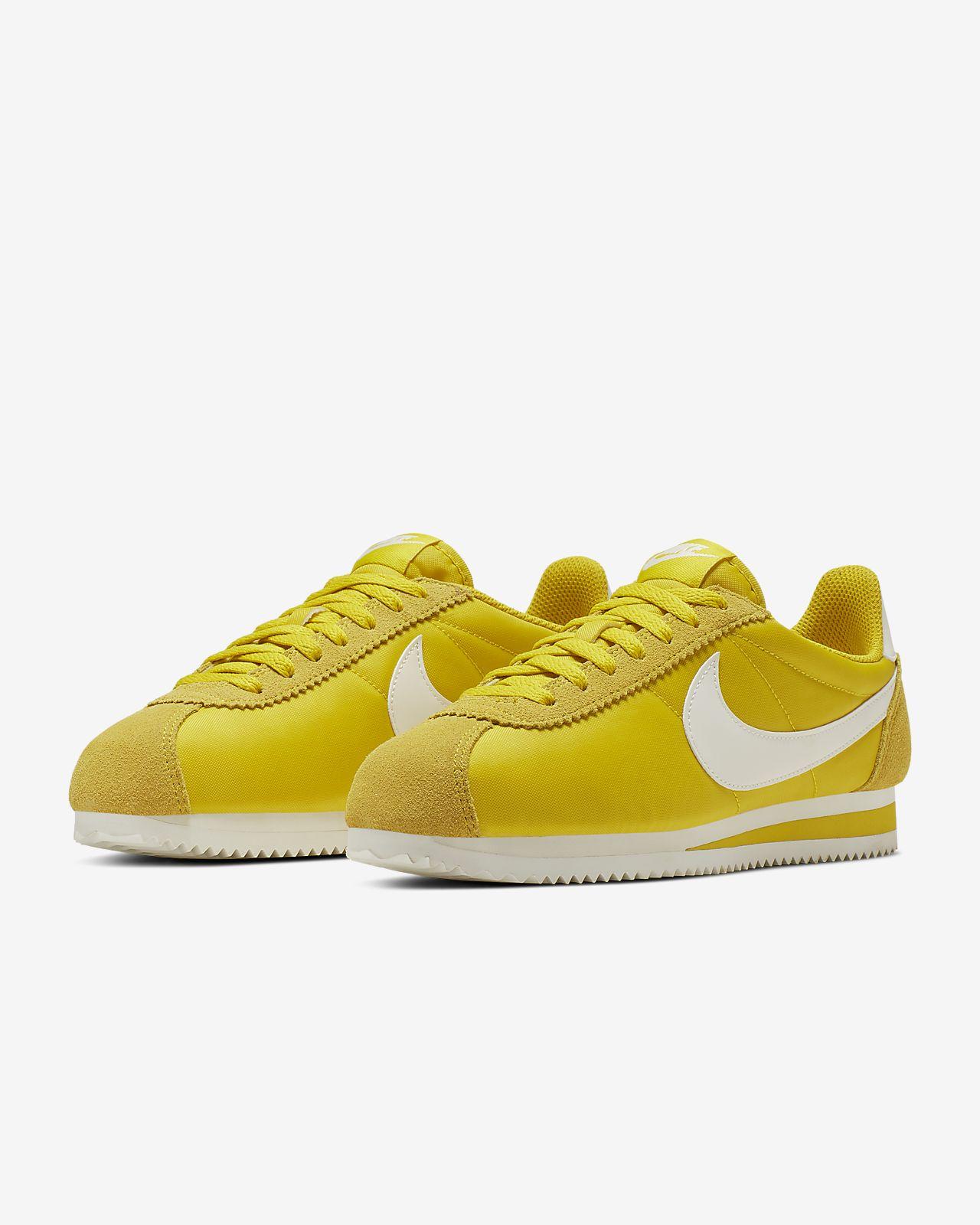 timeless design f3a52 72745 ... Chaussure Nike Classic Cortez Nylon pour Femme