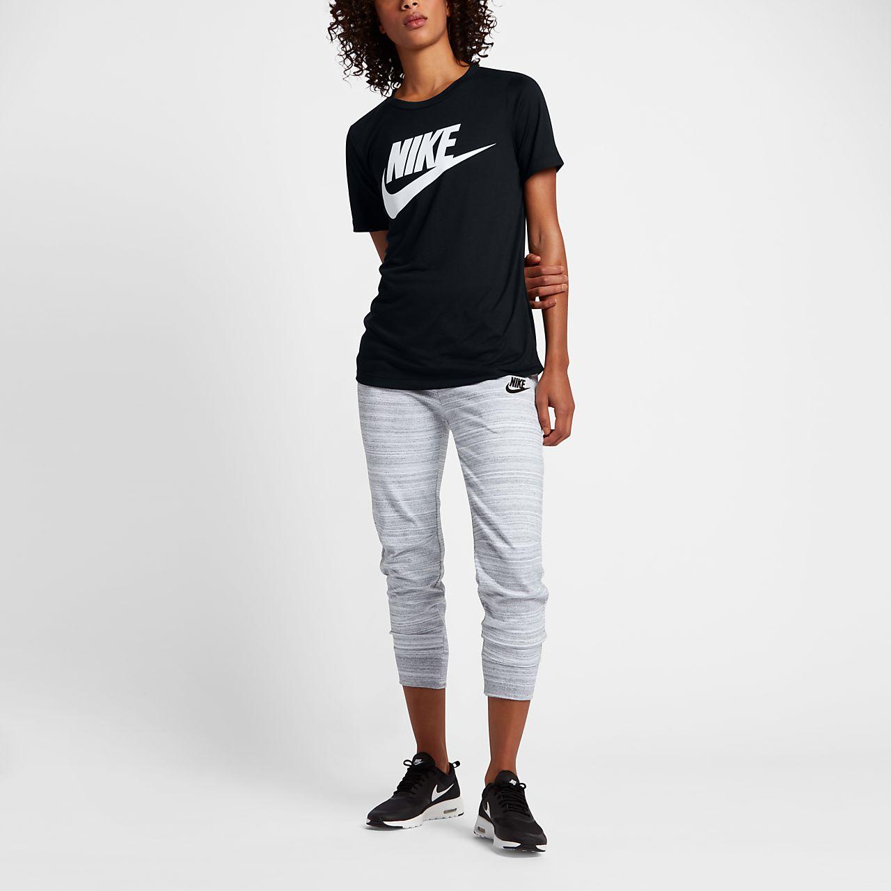 ... Haut à manches courtes avec logo Nike Sportswear Essential pour Femme 7cac9229545