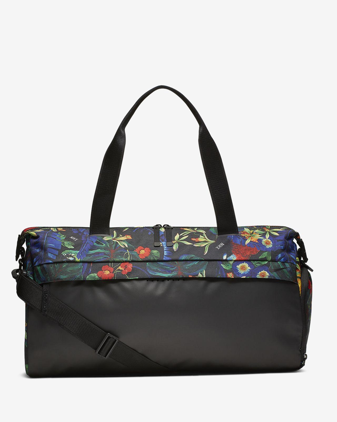 27606e0d14 Γυναικεία εμπριμέ τσάντα προπόνησης Nike Radiate Club. Nike.com GR