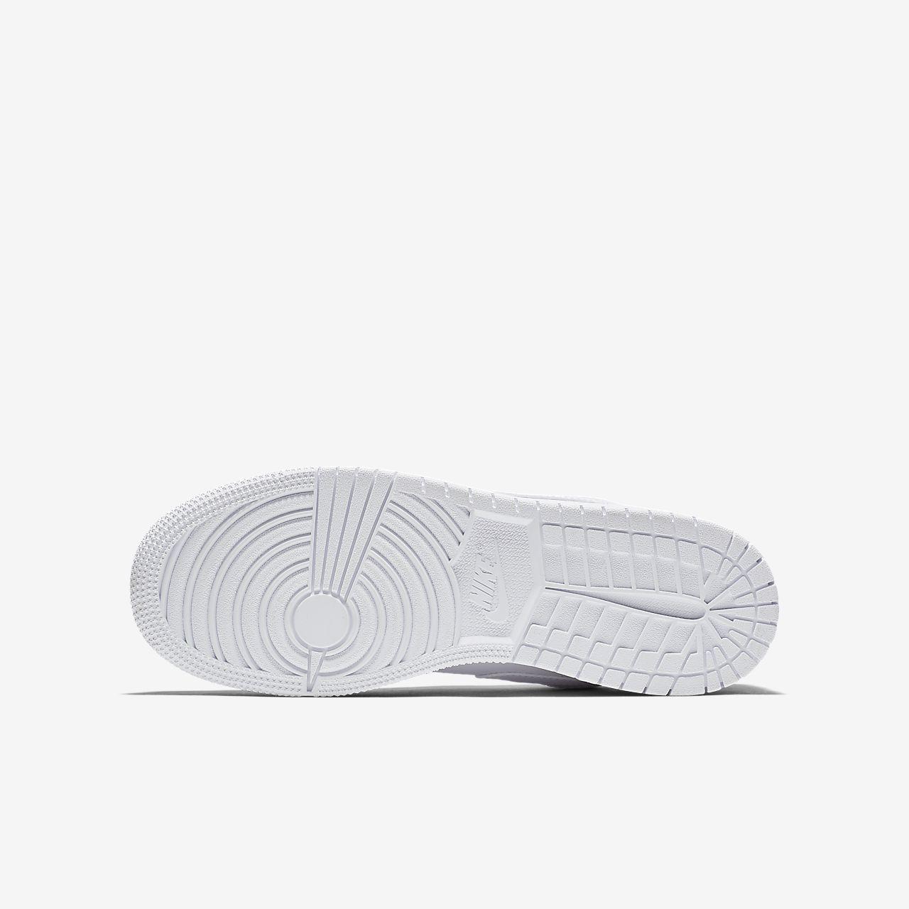 e6dbf30f7002 Air Jordan 1 Low Older Kids  Shoe. Nike.com GB