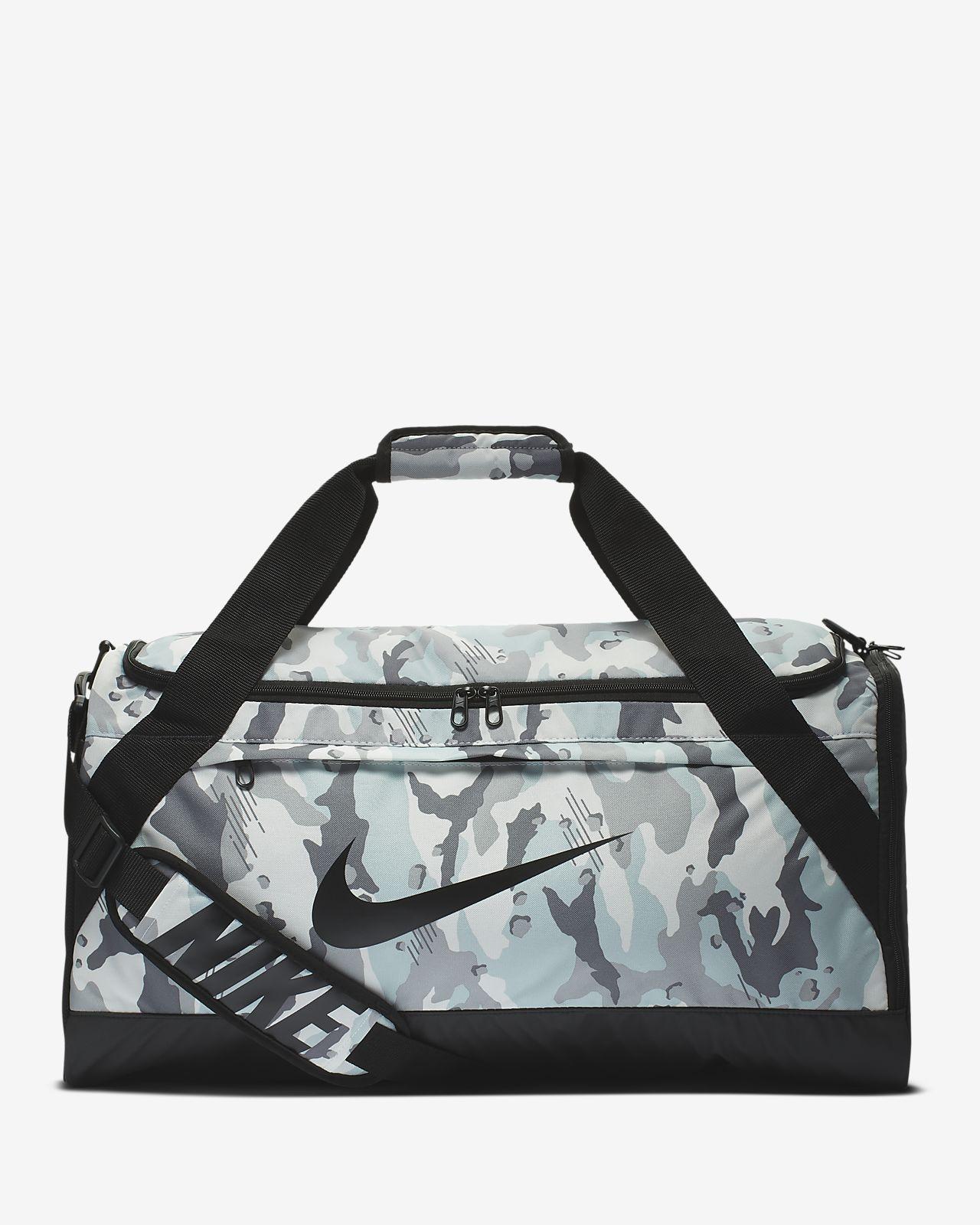 กระเป๋า Duffel เทรนนิ่งพิมพ์ลาย Nike Brasilia (ขนาดกลาง)