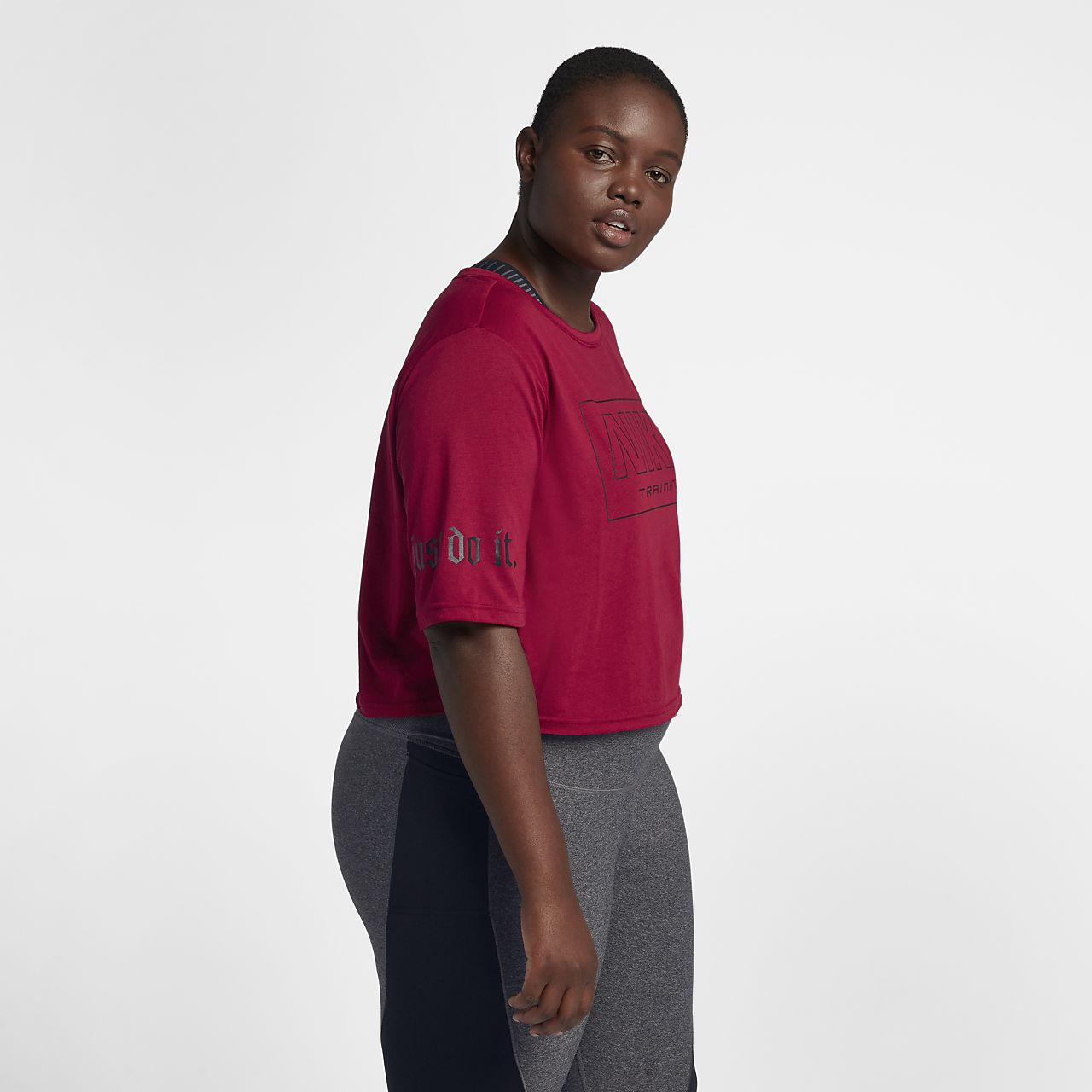 b276187fa5d0 Γυναικεία κοντομάνικη μπλούζα προπόνησης Nike (μεγάλα μεγέθη). Nike ...