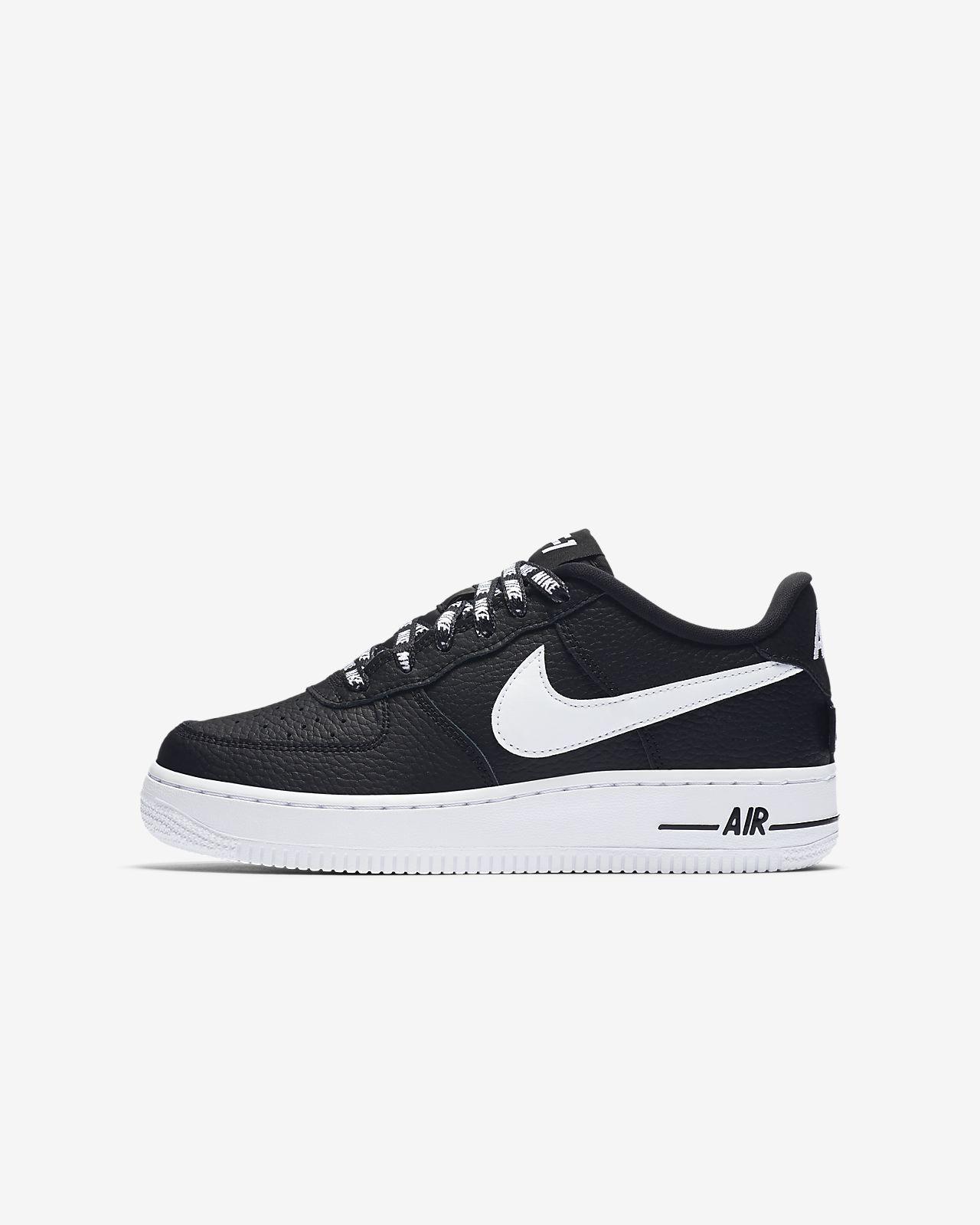 ... Nike Air Force 1 LV8 NBA–sko til store børn