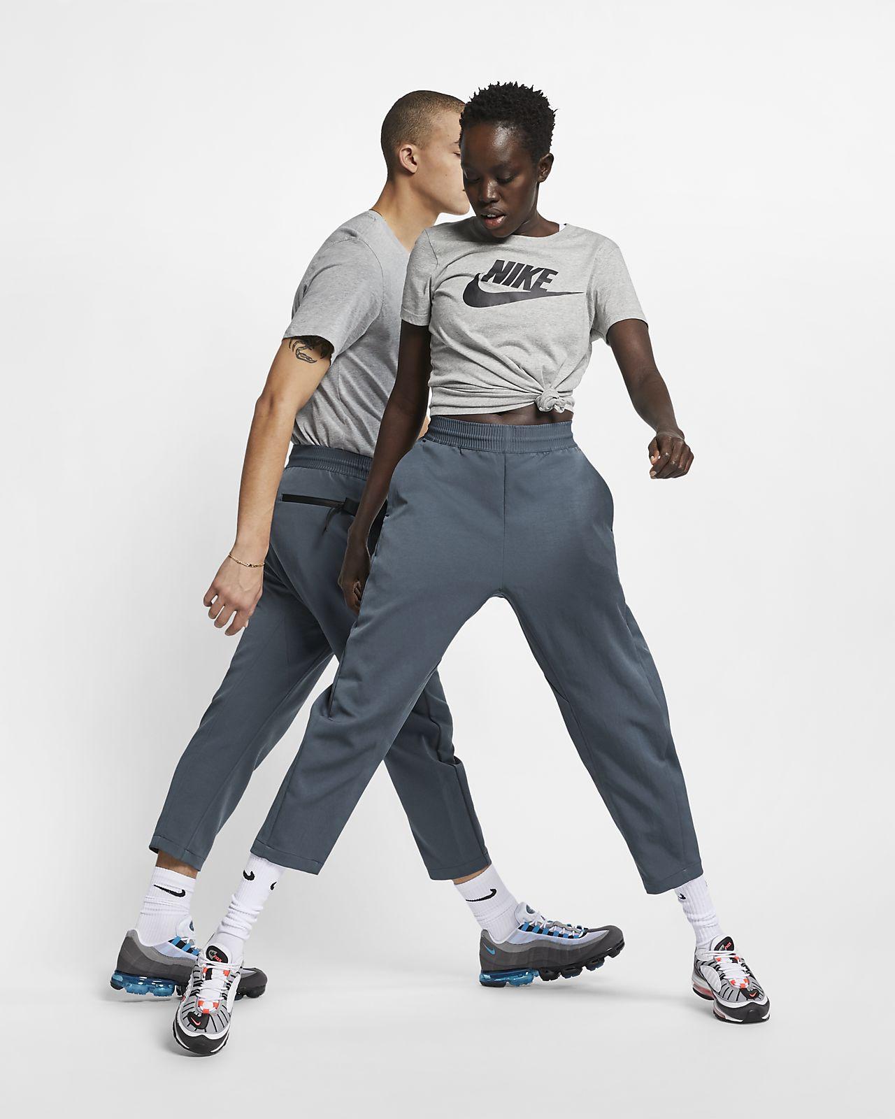 Ανδρικό υφαντό παντελόνι με μήκος 7/8 Nike Sportswear Tech Pack